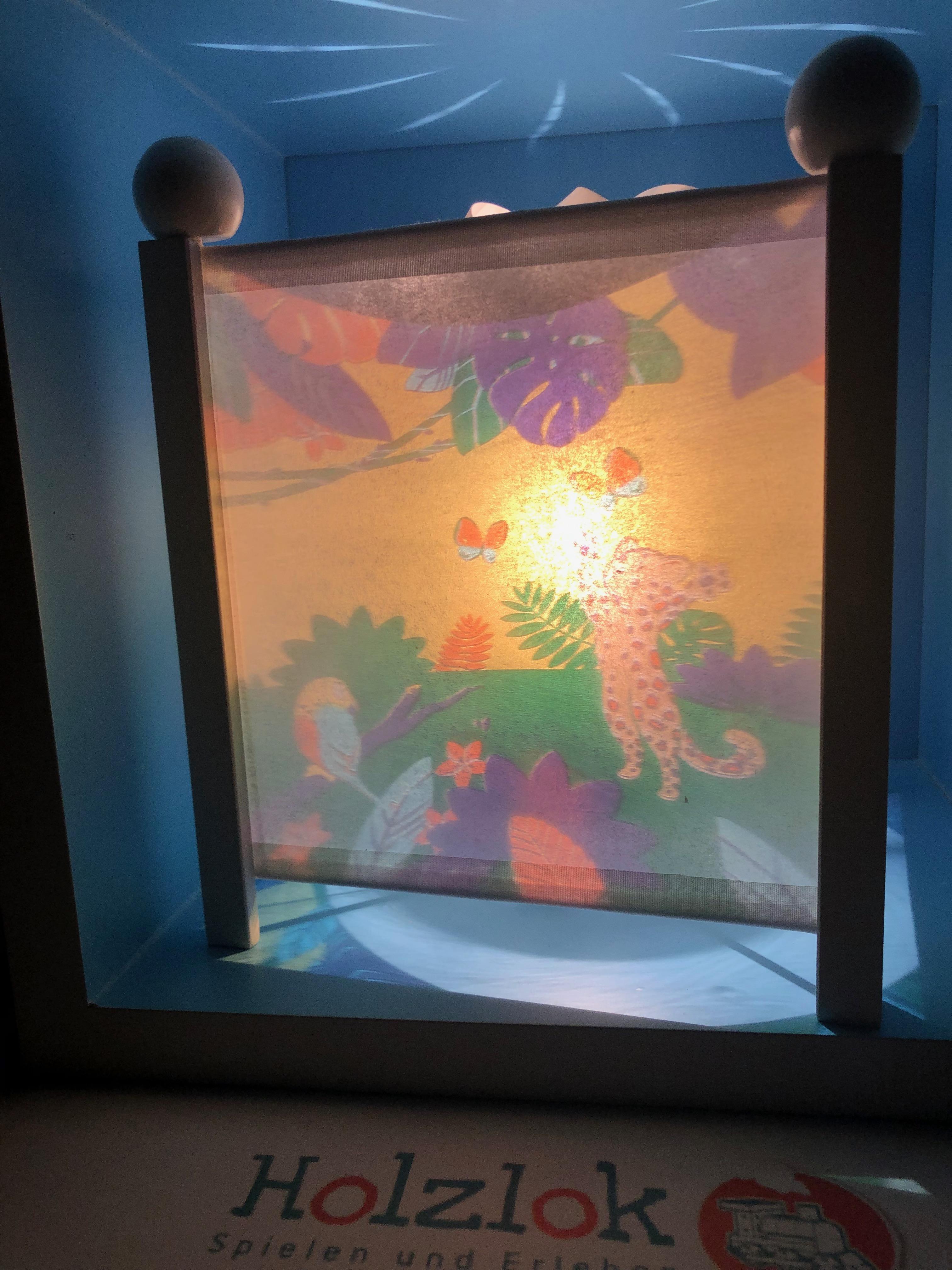 Trousselier Nachtlicht, Magische Laterne Savanne, mit weißen Ecksäulen
